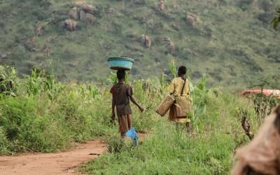 Violencia, matrimonios y embarazos infantiles al alza en Uganda por la Covid-19