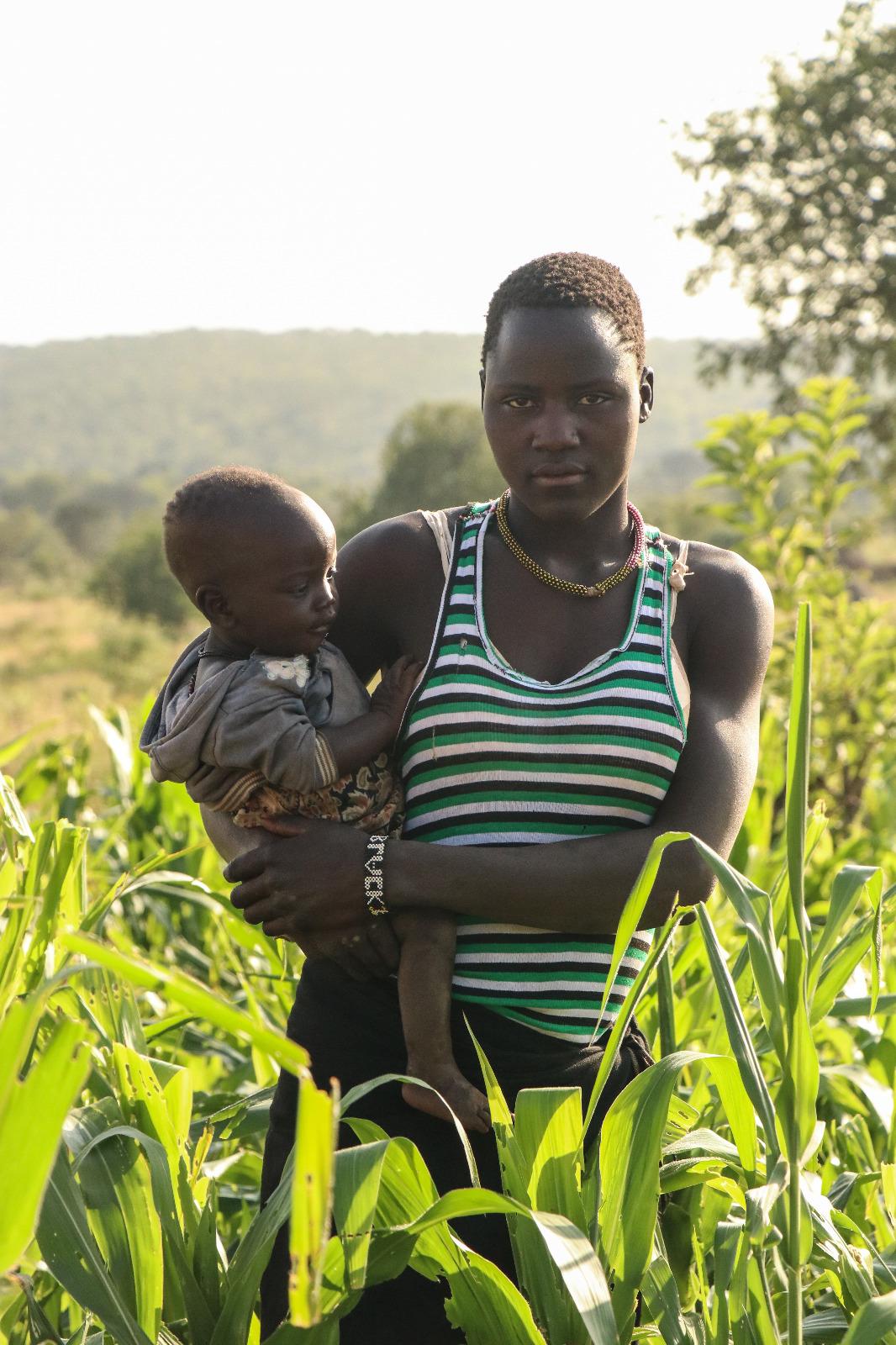 Mamma Sunday y su pequeña, habitantes del norte de Uganda.
